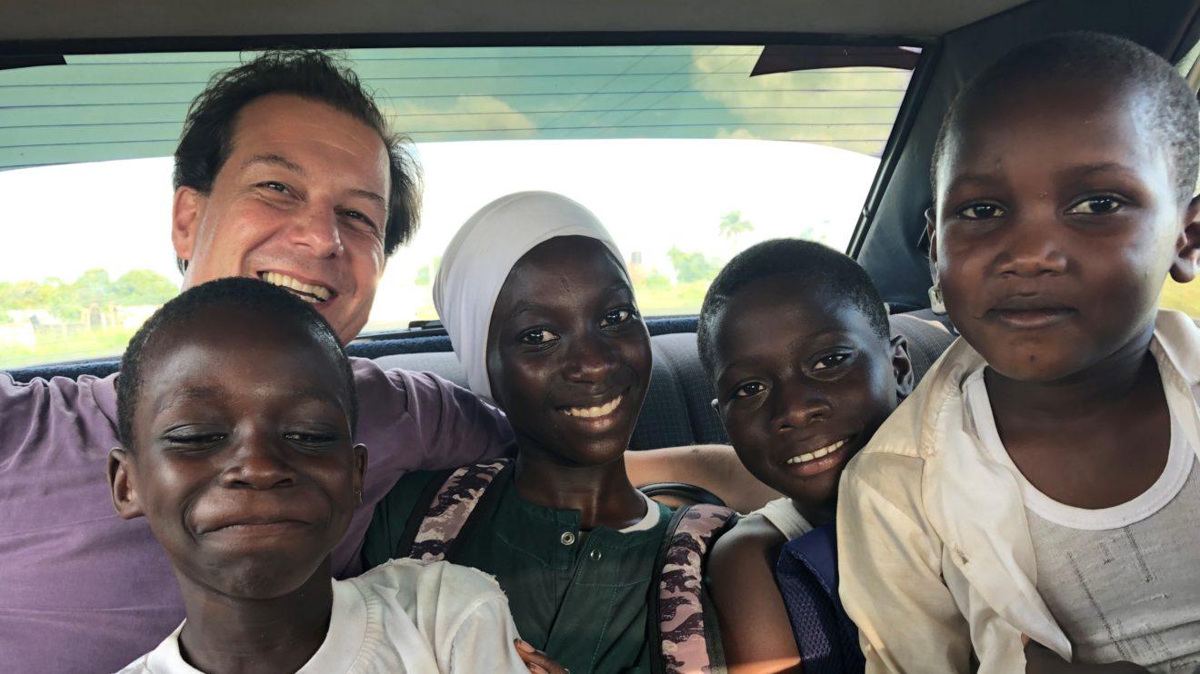 Kinder im Auto - Gambia